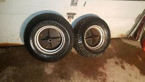 2 pneus pour tracteur Craftsman (50$)
