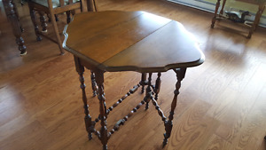 Antique oval gate leg side table