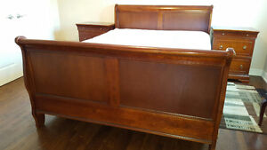 Bedroom set in excellent condition for sale