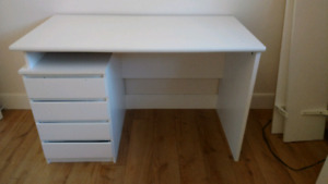 Free desk, must pick up or $20 for delivery