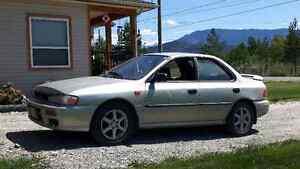 2000 Suburbu Impreza  sedan