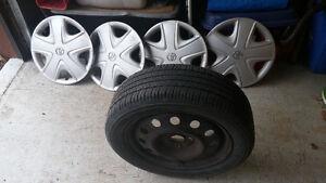 4 rimes avec pneus Yokohama  Avid s34 185-55--15 toyota écho