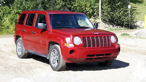 2007 Jeep Patriot 4x4 - daily driver & runs great