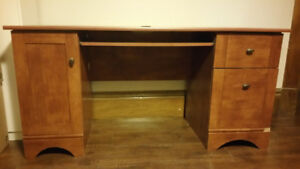 Computer desk for sale in near mint condition.