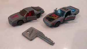 Lot of 2 Vintage 1982 Kidco Lock Ups Cars with key minty & work