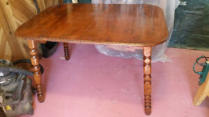 Solid Wood Dining Table with 2 leaves