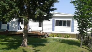 double wide Mobile home for rent Phone only 403 370-7348
