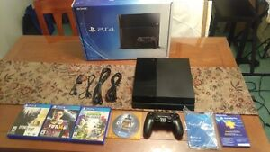 PLAYSTATION PS4 500GB WITH MANY GAMES IN THE BOX