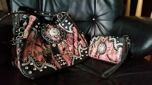 PINK CAMO & BLING PURSE AND WALLET SET