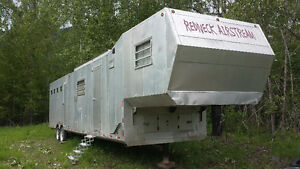 39 foot aluminum toy hauler / horse trailer
