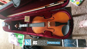 4/4 Violin/Fiddle Includes Stand and Digital Tuner $175 OBO