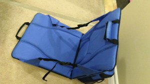 Foldable outdoors seat