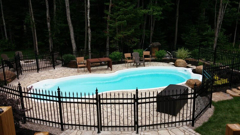 Cl ture piscine rampe cl ture frost ornementale latte for Cloture de piscine montreal