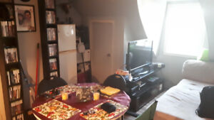 Appartement 2 1\2 ( Électricité et eau inclus ) 475 $ par mois