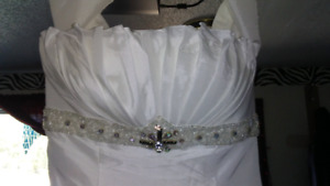 *New* wedding dress *lowered price*