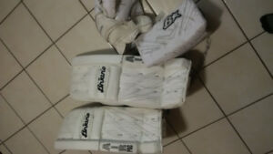 INTERMEDIATE GOALIE GEAR ALMOST NEW INCLUDES NEVER USED GLOVE