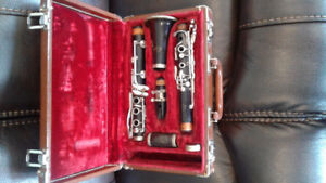FOR SALE IS A VINTAGE LATE 50s OR EARLY 60s WOOD Bb CLARINET, GR