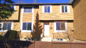 3 Bedroom Townhouse Near Dalhousie Station For Rent
