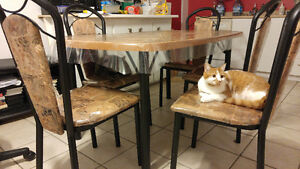 Table cuisine 6 chaises Chicoutimi