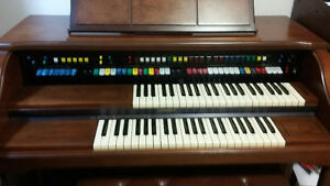 Orgue Lowrey Model D325