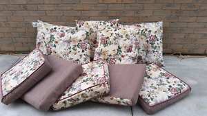 Moving Sale 》》 5 PIECE SET OF CUSHIONS