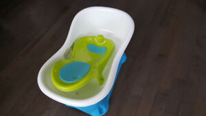Tub that grows with baby