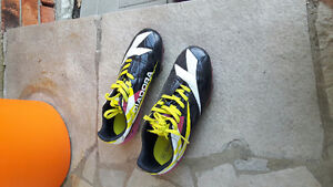 Girls size 4 soccer shoes
