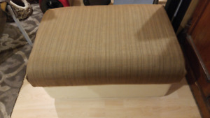 Large ottoman with removable lid