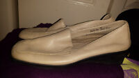 Softmoc leather upper shoes size 8 womens