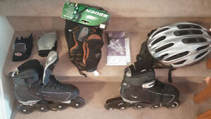 Men's Nike Size 9.5 Roller Blades (Like New) C/W Pads/Gloves
