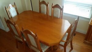 SOLID OAK 6-SEATER DINING TABLE