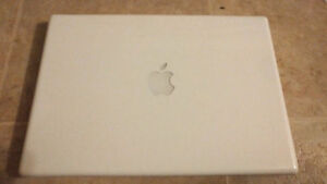 "Apple White MacBook 13.3"" 2.0GHz Core2Duo 120GB HD 2GB RAM"