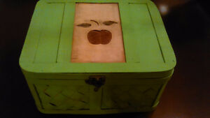 Vintage sewing basket/ box