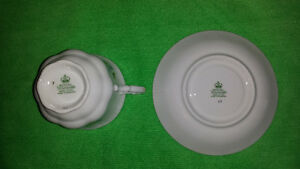 Royal Standard Bone China Cup & Saucer-Excellent Condition Cambridge Kitchener Area image 5