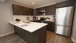 Half Duplex w/ 2 Master Bedrooms, 2 Ensuites, 2 Walk-in Closets!