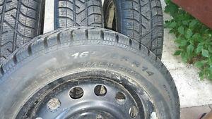 4 pneus sur jantes à vendre