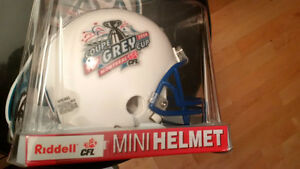 Football  Marino signed Hat & GC +  NFL Mini Helmet + Bobblehead
