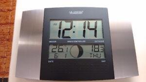 La Crosse Tech. Atomic Alarm Clock Indoor/Outdoor Thermometer