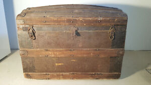 Coffre antique - Age-old trunk