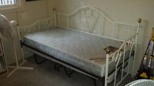 Single White Day Bed frame. (No Mattress.)