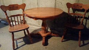 Table de cuisine avec 2 chaises
