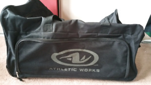 Rolling Duffle Bag   Kijiji in Ontario. - Buy, Sell   Save with ... abf8f98928