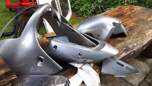 Front wheel fender for 2000 or 2001 zx1200R