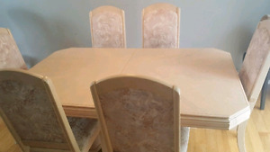 URGENT REAL WOOD DINING ROOM SET FOR SALE