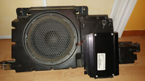 '07 Hummer H3 Monsoon 8ch. Amp and Subwoofer Inc. Enclosure