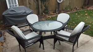 GREAT OUTDOOR PATIO SET WITH CUSHIONS FOR 4