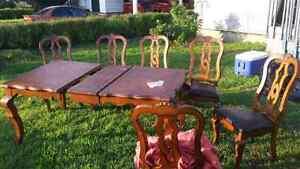 Set de cuisine en bois massif avec 6 chaises