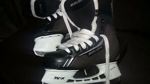 Bauer hockey skates kid size 4 US