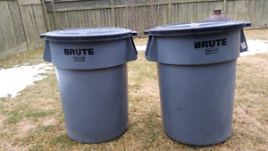Rubbermaid Brute 44 gallon garbage cans with locking lids