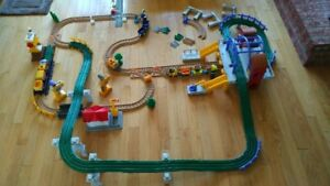 Plusieurs ensembles de trains GeoTrax